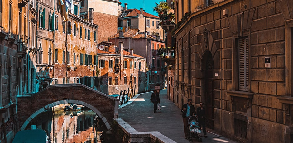 From cozy corner cafés to the best artisanal shops, this is your ultimate guide to strolling Venice's Dorsoduro, San Polo and Santa Croce neighborhoods.