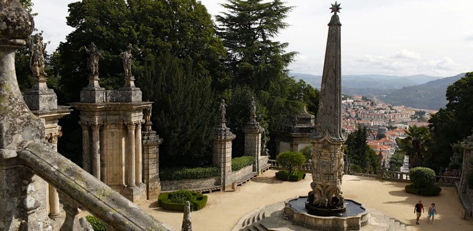 Fountains, sculptures and tiles decorate the landings of the 700-step staircase that leads up to the town of Lamego's church. Photo courtesy of Miguel Ribeiro Fernandes/Alexandre Vaz.