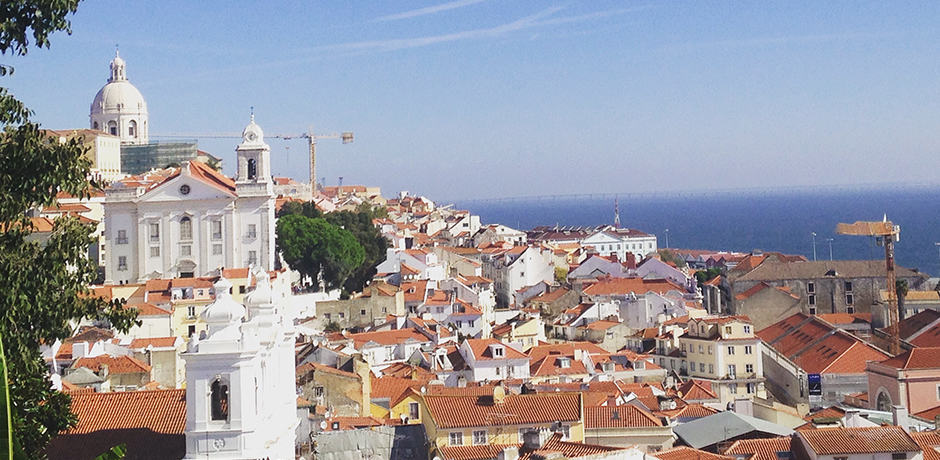 Santa Luzia boasts beautiful views overlooking the rooftops of the historic Alfama district. On a sunny day you can see the Ponte 25 de Abril's impressive suspension bridge.
