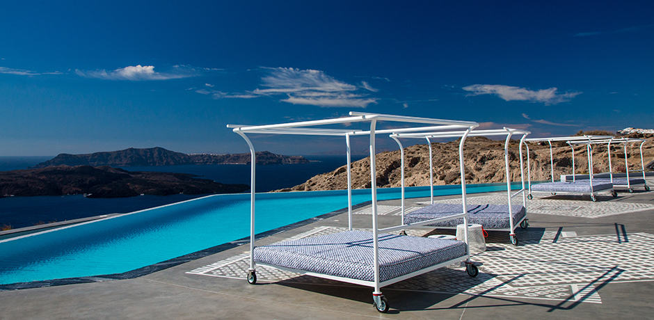 Daybeds look out onto the caldera at Erosantorini