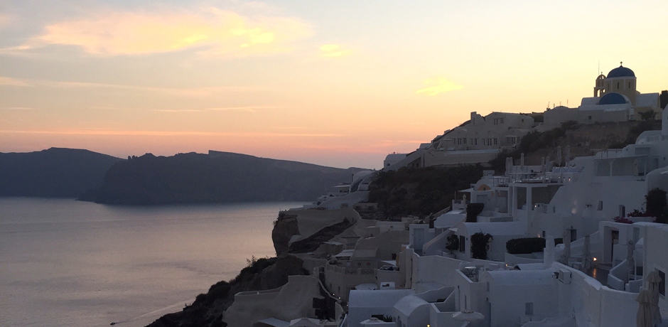The sun sets on Santorni's Caldera