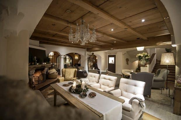 Rosa Alpina ski lodge lounge